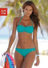 Summerproof met een blauwe bandeau bikini