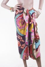 Bloemenprint sarong met geborduurde highlights