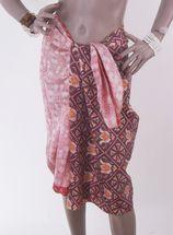 Zijden pareo met ethnic design in (bordeaux) rood-wit
